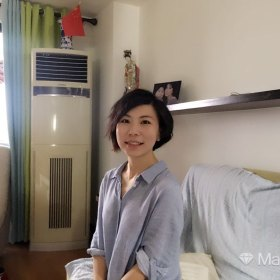 ZoeLiao 33岁 期望一年内结婚 香港 162cm 30W~50W 卡尔维诺说,每个人的生活都是一部百科全书,一个图书馆,一份器物清单,一系列的风格。所有的去路都与来路有关。曾在同济大学、包豪斯学院、台湾世新大学求学,曾在东方卫视工作。在漳州、上海、柏林、台北四个城市生活过,目前工作在招商局集团,生活于香港。希望未来在深圳定居。