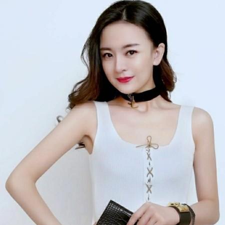 Alina 28岁 163cm 10w~20w 巨蟹座 广东-深圳 美食,逛街,音乐,阅读,直爽,善解人意,顾家,独立,阳光,有气质,大眼睛 我是奋斗在深圳的外来人,以后也会长期定居在深圳。来深圳两年了,目前是做一个女性护肤彩妆品牌的全国代理,小有所成。 由于接触的圈子都是女生,我团队里面的也是女孩子,所以自己的终身大事闲置了。听说这个平台比较靠谱,人员审核较严格,我就上这儿来了,希望能结识到高素质的优秀男士。感谢平台,感恩社会!