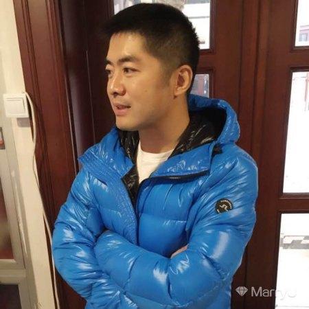 二叔 49岁 175cm 30W~50W 摩羯座 北京-朝阳区  人生若只如初见。。。。 我相信未来是美好的,其中也包括你。