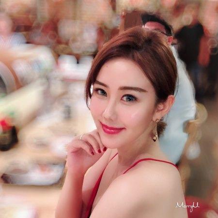 Jane 28岁 160cm 20W~30W 处女座 北京-朝阳区  我出生自书香门第,具有双重性格,外柔内刚。从事艺术品行业。 我更看重男人的内在品质,希望你是一位有责任担当、顾家厚重、温文尔雅的男士。  爱情一开始多半是激情、向往,也许有一天生活会过的平淡、琐碎,我相信真正的爱是绵长而温暖的。  若得一人心,不再生离别,同为天下游,共邀窗前月。一约既定,万山无阻。
