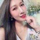 Cytheria 26岁 166cm 10W~20W 双子座 北京-丰台区  北京定居,瑜伽老师。爱吃,爱瑜伽,爱电影,爱生活,爱自由,爱运动。比较容易也有兴趣接受新鲜事物,敢于尝试也容易放弃,喜新但不厌旧。不接受离异,不接受大我8岁以上,不接受身高178以下。