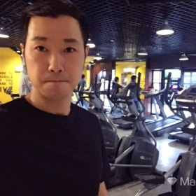 Ryan  38歲 期望一年內結婚 浙江-杭州 178cm 30W~50W 溫州人在杭州,做金融私募,常在上海杭州為主,日常動的時候喜歡健身跑步滑雪潛水沖浪,靜的時候喜歡畫幾只蝦送人,喜歡下廚做點西餐。應酬喝點酒但不吸煙,喜歡簡單的生活,簡單就好。
